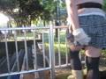 野外でケツマンコにディルド突っ込み柵に跨ってオナるぽっちゃり女装子自撮り動画!★ライブチャット